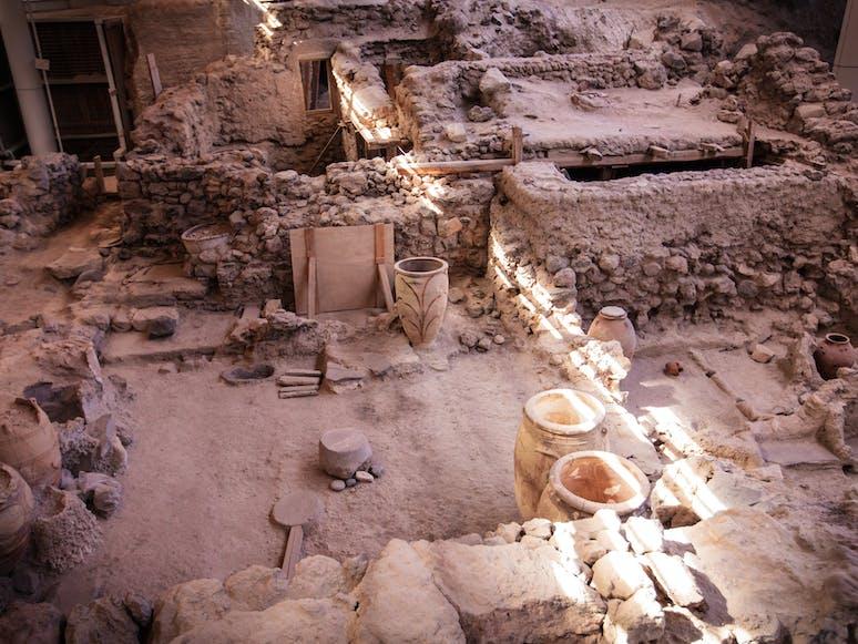 Antike Artefakte in Akrotiri, Santorin, Kykladen | griechenland.de